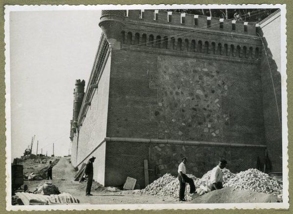 Año 1945-08-28 - Angulo de los caminos de entrada y muro almenado_2
