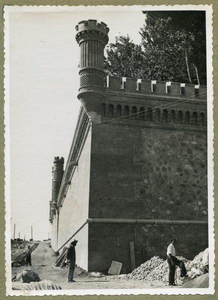 Año 1945-08-28 - Angulo de los caminos de entrada y muro almenado_3