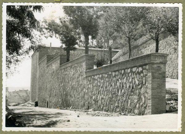 Año 1945-08-28 - Angulo de los caminos de entrada y muro almenado_6
