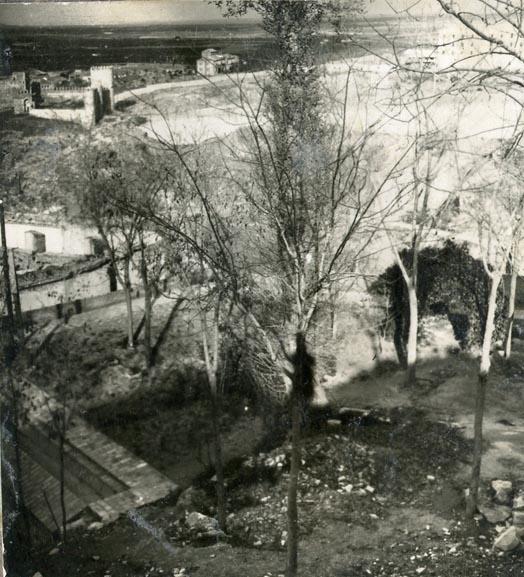 Año 1945-08-28 - Camino del muro almenado_4