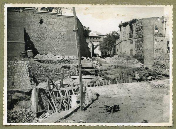 Año 1945-08-28 - Paso superior e inferior de la explanada del picadero_3