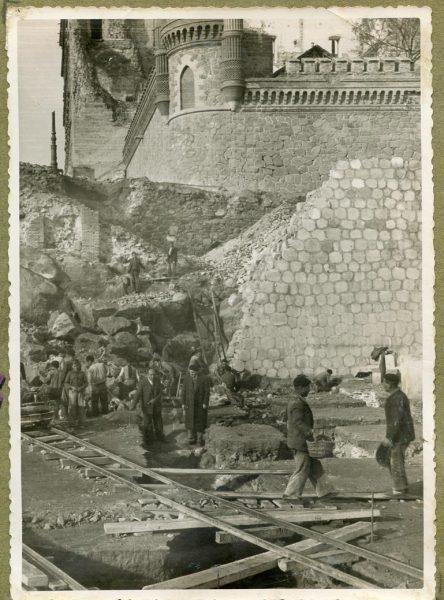 Año 1945-12-13 - Escalera de la cota 69 a cota 77,68_1