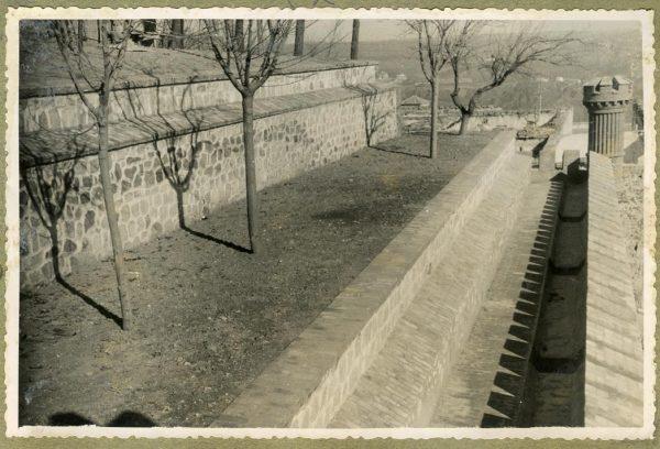 Año 1946-02-14 - Camino del muro almenado_1