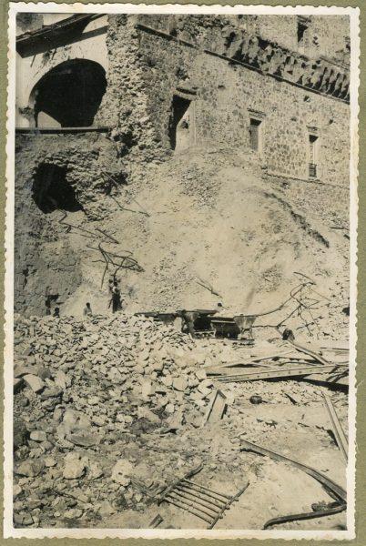 Año 1946-02-14 - Desescombro Fachada Este_1