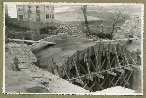 Año 1946-04-02 - Paso superior e inferior de la explanada del picadero_2