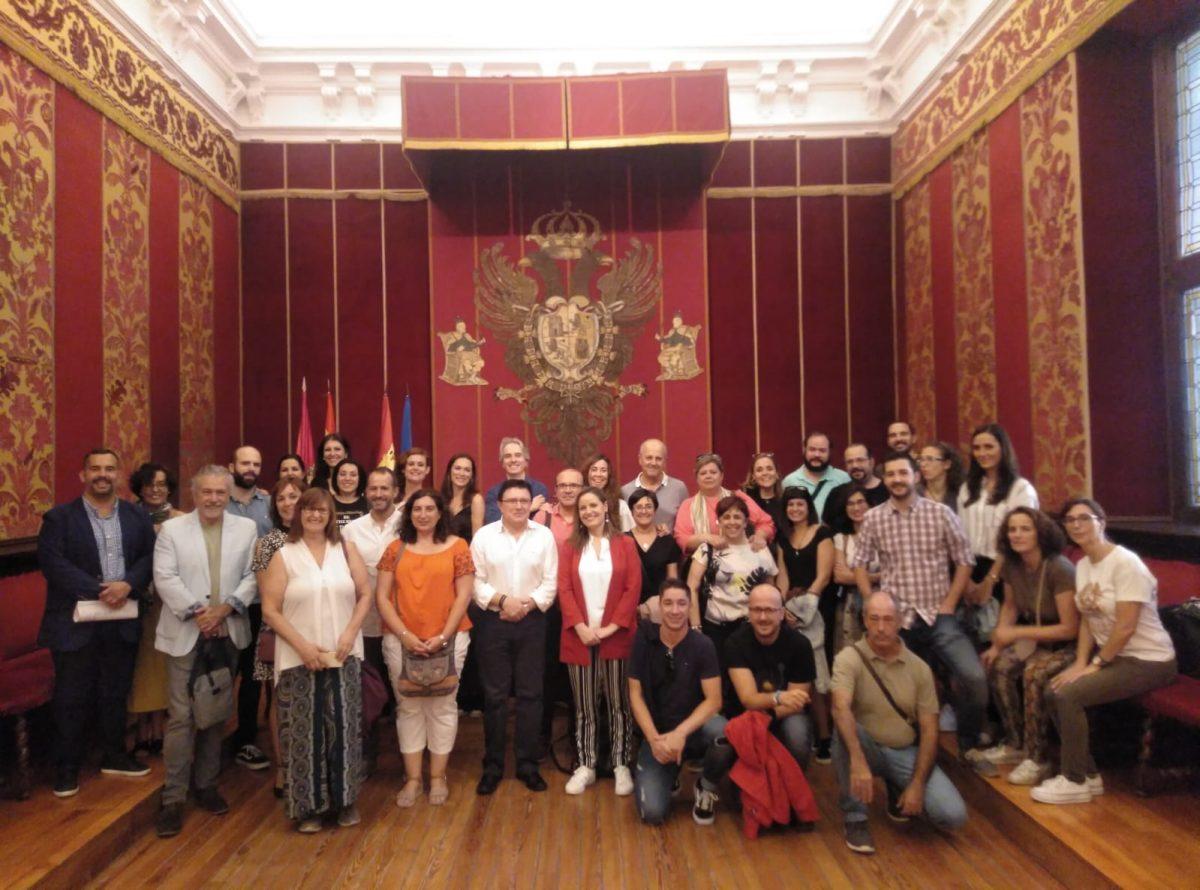 https://www.toledo.es/wp-content/uploads/2019/09/img-20190927-wa0034-1200x890.jpg. El edil de Cultura y Educación recibe a participantes del III Encuentro regional de Centros Reconocidos Comunidad de Aprendizaje