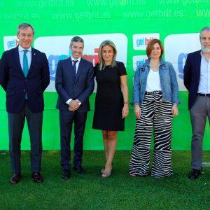 ilagros Tolón destaca el compromiso de empresas toledanas como GetBrit! con la creación de empleo y el desarrollo económico