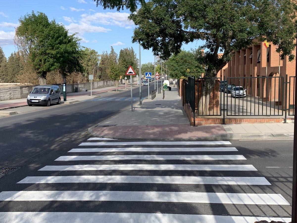 http://www.toledo.es/wp-content/uploads/2019/09/paseo-cebra-colegio-santa-teresa.-avenida-de-carlos-iii-1200x900.jpg. El Ayuntamiento refuerza la seguridad de los entornos escolares con motivo del inicio del curso con el repintado de 90 pasos de peatones