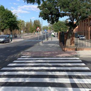 l Ayuntamiento refuerza la seguridad de los entornos escolares con motivo del inicio del curso con el repintado de 90 pasos de peatones