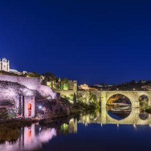 l Baño de la Cava y la Puerta de Alcántara se iluminarán este sábado de rojo por del Día de la Distrofia Muscular de Duchenne