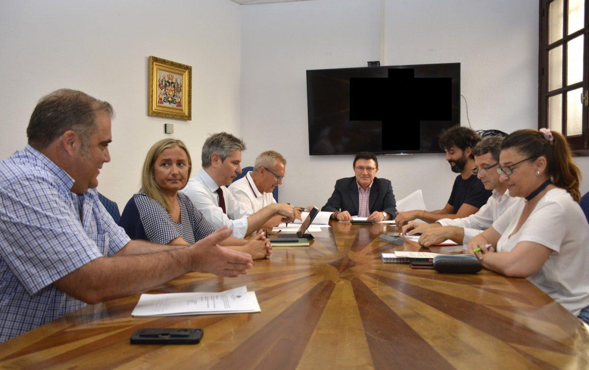 http://www.toledo.es/wp-content/uploads/2019/09/reunion-consejero-rector-escuela-musica-00-1200x755.jpg. La Escuela Municipal de Música arranca el curso el 9 de septiembre con 560 alumnos matriculados en 13 especialidades instrumentales