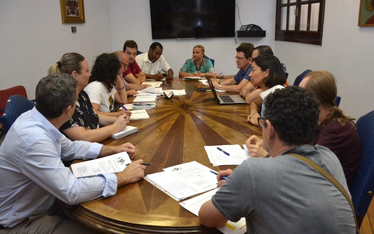 http://www.toledo.es/wp-content/uploads/2019/09/reunion-consejo-de-cooperacion-local-1200x750-1-1200x750.jpg. El Ayuntamiento acoge la constitución del nuevo Consejo Local de Cooperación y aprueba las subvenciones de dos convocatorias