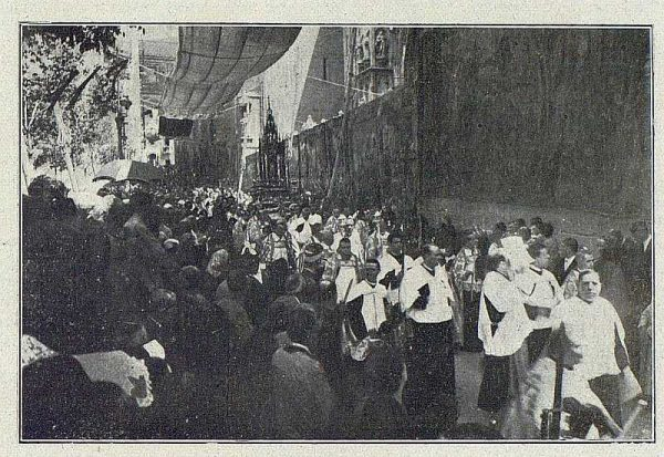 TRA-1918-099 - Procesión del Corpus