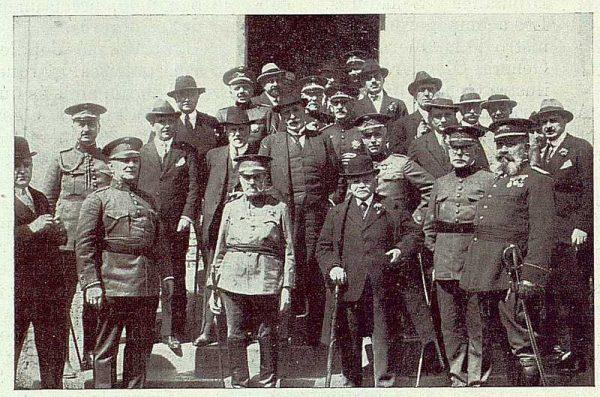 TRA-1922-183 - Fábrica Nacional de Artillería, Homenaje al General Luis Hernando, despues del banquete