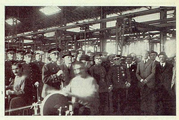 TRA-1922-183 - Fábrica Nacional de Artillería, Homenaje al General Luis Hernando, el ministro y la comisión