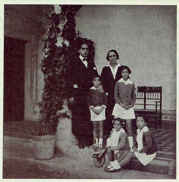 TRA-1922-190-Los Dolores, de Gregorio Marañón, con su familia-Foto Rodríguez