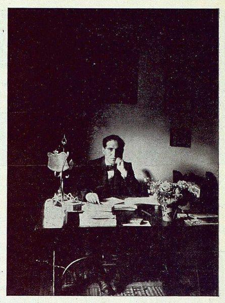 TRA-1922-190-Los Dolores, de Gregorio Marañón, en su despacho-Foto Rodríguez