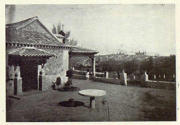 TRA-1922-190-Los Dolores, de Gregorio Marañón, patio de la casa-Foto Rodríguez