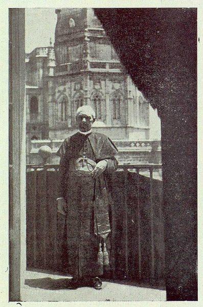 TRA-1923-196 - Enrique Reig Casanova, despues de la bendición