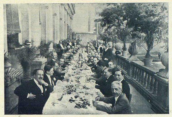TRA-1924-207 - Ramírez Ángel, hijo predilecto de Toledo en la terraza del Ayuntamiento