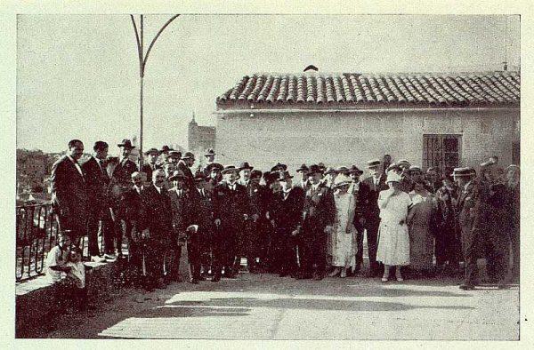 TRA-1924-208 - Homenaje a Barrés, en el patio de la Virgen del Valle