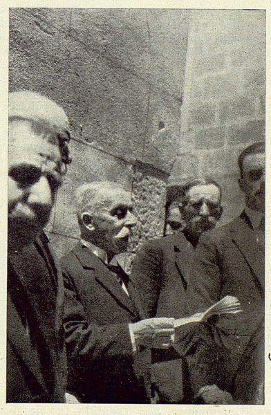 TRA-1924-208 - Homenaje a Barrés, Mr. René Bazin leyendo su discurso