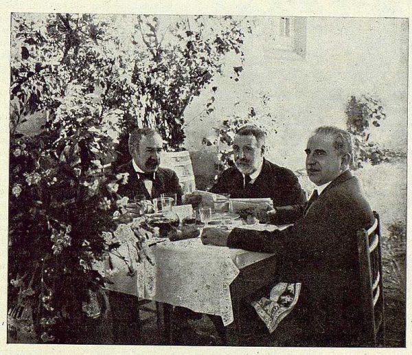 TRA-1924-208 - Homenaje a Barrés, Vega Inclán, Benlliure y el Dr. Aguilar