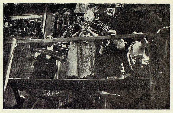 TRA-1926-232 - Coronación de la Virgen del Sagrario, el Nuncio coronando a la Virgen