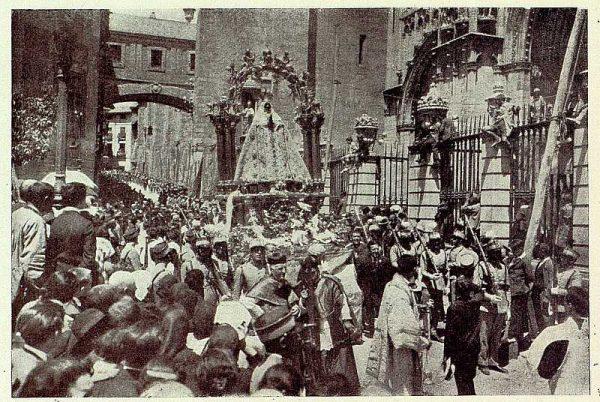 TRA-1926-232 - Coronación de la Virgen del Sagrario, regresando a la Catedral
