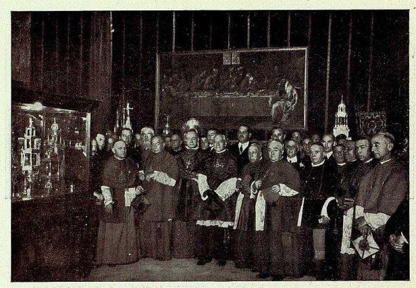 TRA-1926-238 - Congreso Eucarístico Nacional, prelados-01