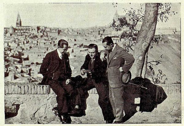 TRA-1927-239 - El Huesped del Sevillano, Luca de Tena, Reoyo y el Maestro Guerrero - Foto Rodríguez