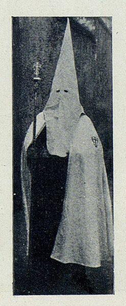 TRA-1927-242 - Procesiones, nazarenos-02 - Foto Rodríguez