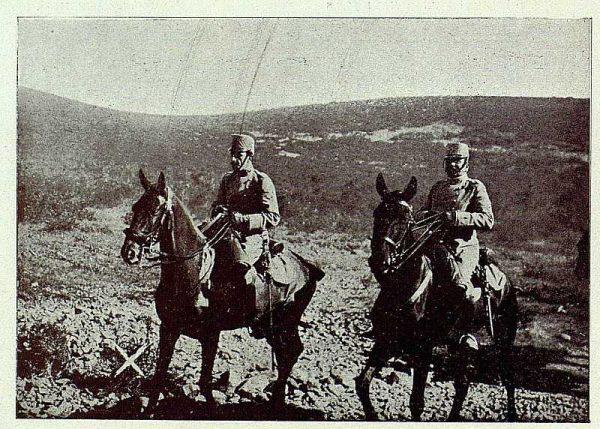 TRA-1927-243 - El Rey y la Academia de Infantería, asistiendo a unas prácticas