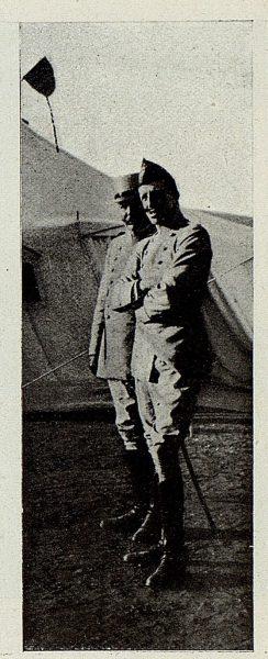 TRA-1927-243 - El Rey y la Academia de Infantería, en el campamento