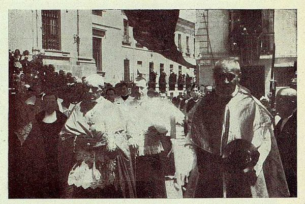 TRA-1927-244 - Corpus, el Cardenal Primado