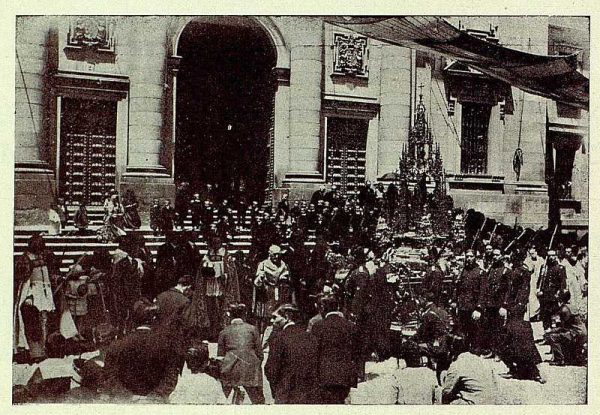 TRA-1927-244 - Corpus, la Custodia a su paso por San Juan