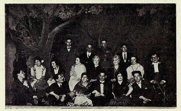 TRA-1928 - 253 - Homenaje a los hermanos Alvarez Quintero - Foto Rodríguez