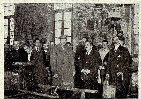 TRA-1928 - 255 - El rey en el taller de Julio Pascual - Foto Rodríguez