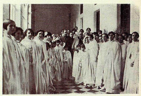 TRA-1928 - 255 - El rey y el cardenal en el colegio de Doncellas Nobles - Foto Rodríguez