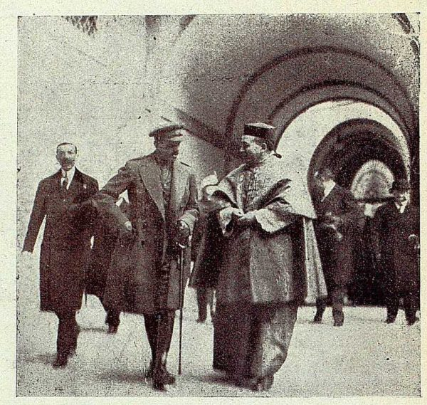 TRA-1928 - 255 - El rey y el cardenal en el Palacio Arzobispal - Foto Rodríguez