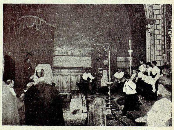 TRA-1928 - 255 - El rey y el cardenal en la misa mozárabe - Foto Rodríguez