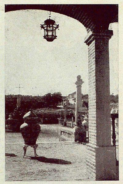TRA-1929-264-Cigarral El Bosque de los marqueses de la Vega del Retortillo, detalle de la entrada de la casa-Foto Rodríguez