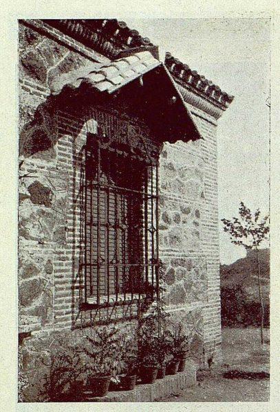 TRA-1929-264-Cigarral El Bosque de los marqueses de la Vega del Retortillo, detalle del exterior de la casa-Foto Rodríguez