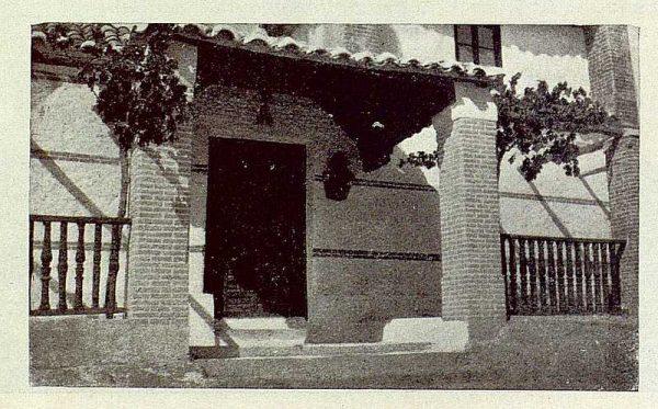 TRA-1929-264-Cigarral El Bosque de los marqueses de la Vega del Retortillo, entrada a la capilla-Foto Rodríguez