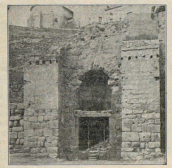 002_TRA-1916-057-Puerta de Alcántara-Foto Ciarán