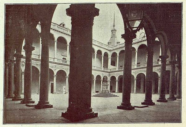 004_TRA-1918-092-Patio del Alcázar