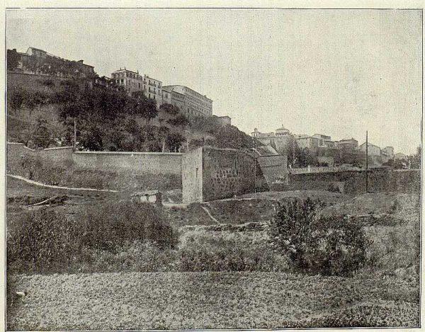 005_TRA-1920-146-Muralla, baluarte de la Puerta Nueva