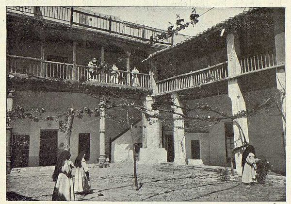 006_TRA-1923-199-Convento de las Comendadoras de Santiago, patio de la Mona-Foto Rodríguez