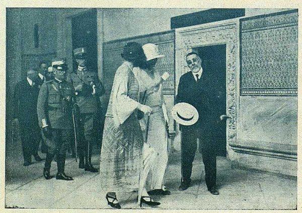 0095_TRA-1924-208-Los Reyes de España y de Italia en visita a Toledo, las reinas visitando el Alcázar-Foto Carmonaz