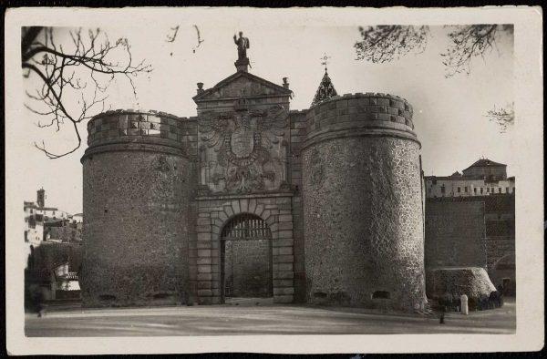 01 - 1947-07-00 - 065 - Toledo - Puerta de Bisagra
